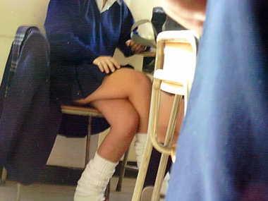 『教室内盗撮?』同級生に撮られた女子★生の校内盗撮映像が流出!!
